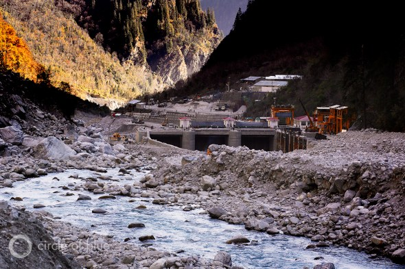 The 400-megawatt Vishnuprayag Hydroelectric Project on the Alaknanda River was buried in mud and boulders, turning its backwater area for water storage into a giant field of dry rubble. It took five months to dig this much of the dam out of the pile of boulders. Photo: Dhruv Malhotra