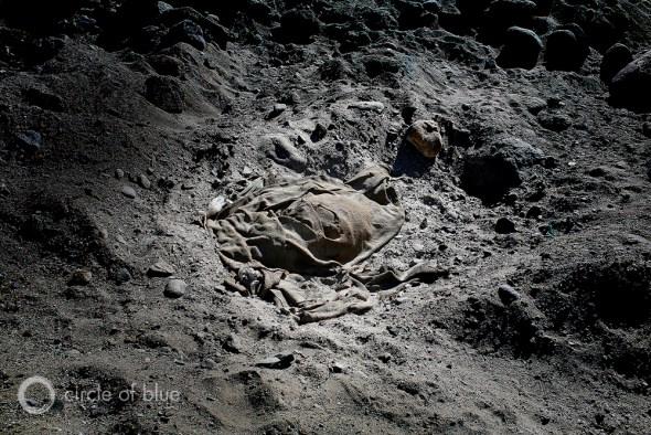 A blanket lies in the silt and rocks of the Mandakini River in Uttarakhand. Photo: Dhruv Malhotra