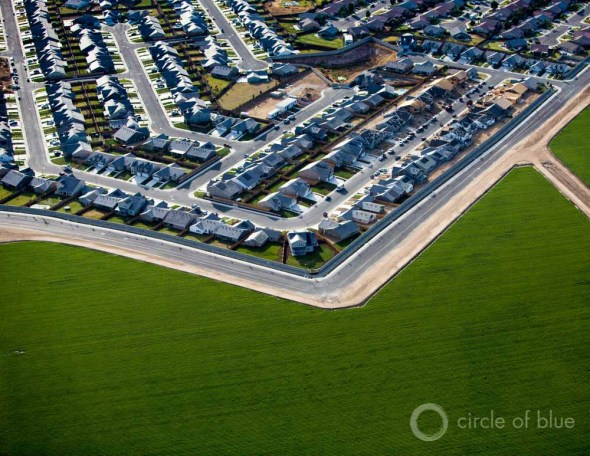 California Kern County aerial agriculture farm subdivision drought farming field water use J. Carl Ganter Circle of Blue