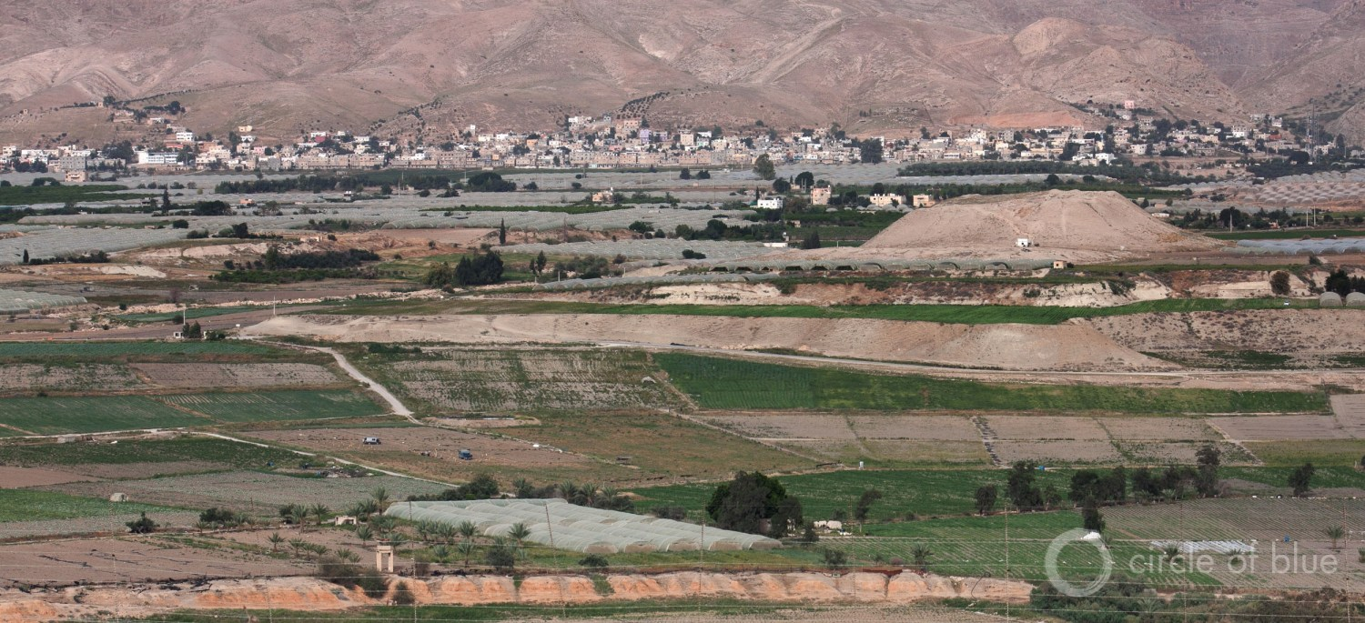 Farm fields spread across the lower Jordan River Valley. Photo © Brett Walton / Circle of Blue