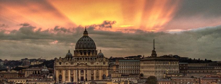 https://upload.wikimedia.org/wikipedia/commons/9/9e/Vatican_Sunset_-_Rome,_Italy_-_Easter_2008.jpg