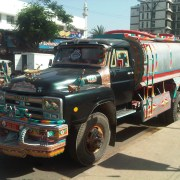 https://commons.wikimedia.org/wiki/File:Water_tanker_karachi.jpg