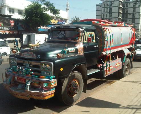 https://commons.wikimedia.org/wiki/File:Water_tanker_karachi.jpg