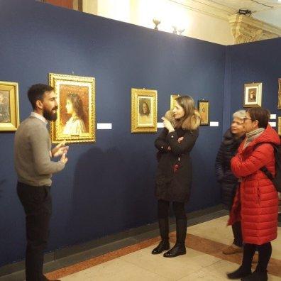 A sinistra il curatore della mostra Giuseppe Mancini