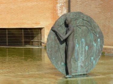 Mimmo Paladino (Paduli, Benevento, 1948) Scudo con fontana, 1987 / 1993 Fusione: 1996 bronzo