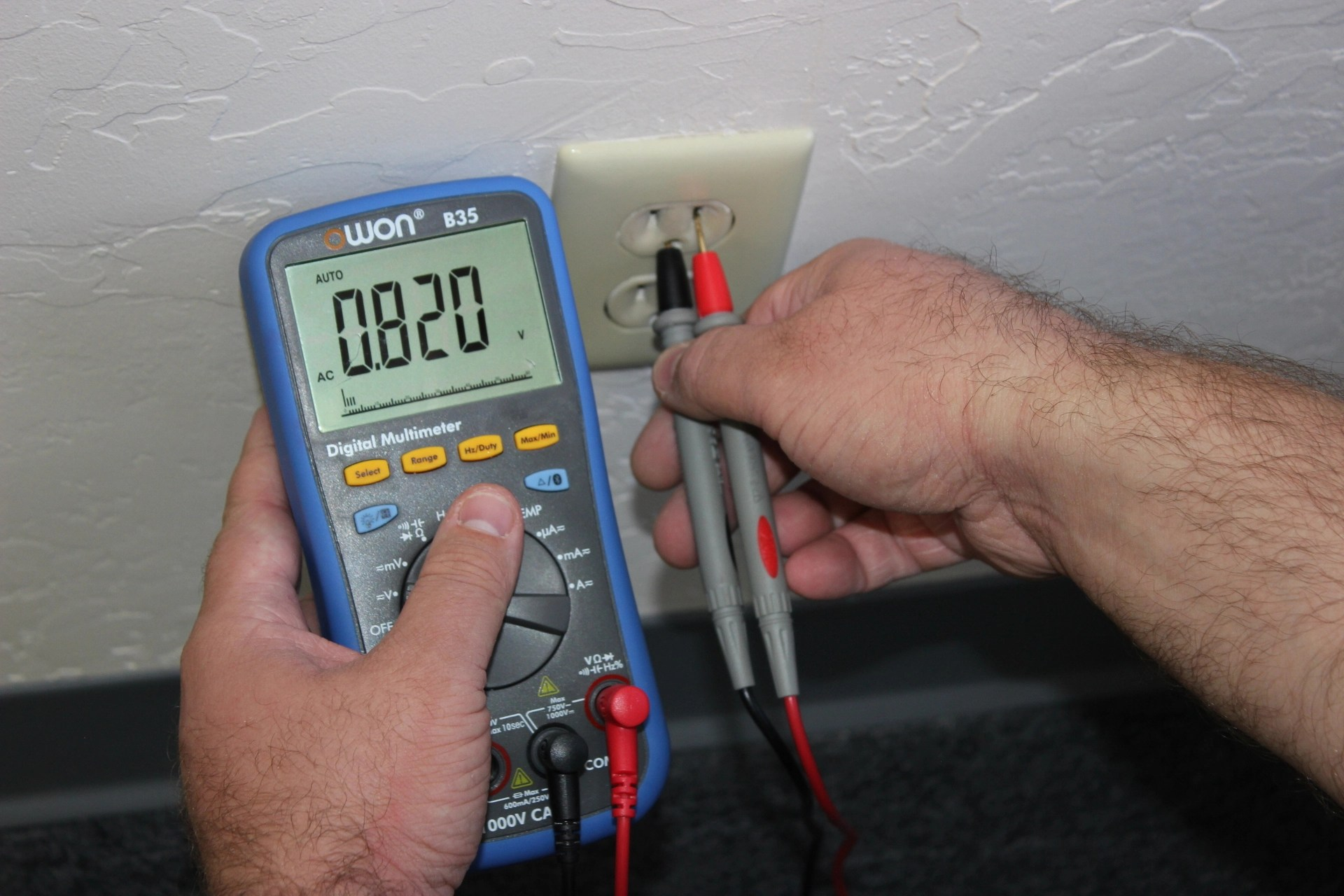 Testing An Electrical Outlet Using A Digital Multimeter Simply Ac Electric Plug Wiring This Section Of The Is Ground And You Will Soon See Voltage Reading If No Displayed May Have Blown Fuse Or
