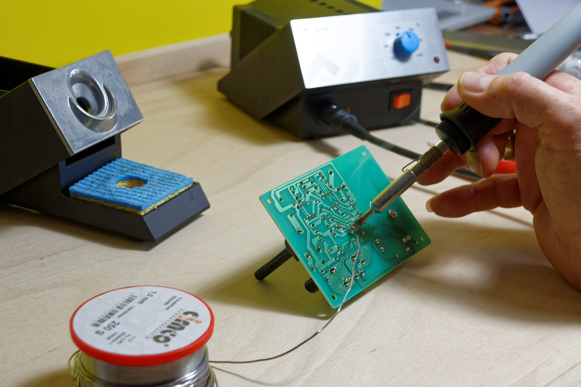 Top 5 Soldering Stations For Hobbyists Simply Smarter Circuitry Blog Electronic Kits Hobby Kit How To Choose A Station