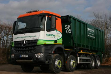 Countrystyle truck with Smurfit Kappa container_low res