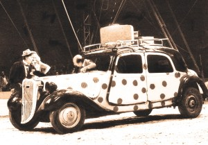 photo de la voiture à pois des Bario - clowns vedettes