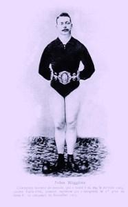 John Higgins, sauteur aux haltères