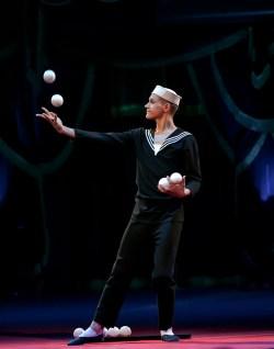 Jongleur : Aleksander Koblikov - Circus Dictionary