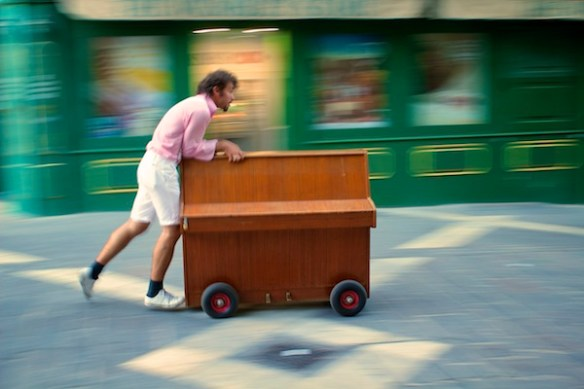 Alan Falzon,Circus Malta,Piano in Valletta