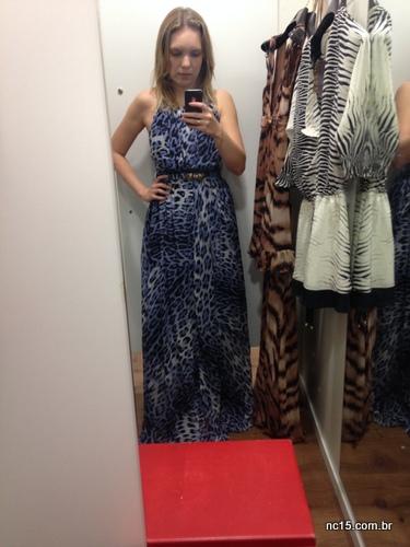 Look 6: vestido longo de onça azul