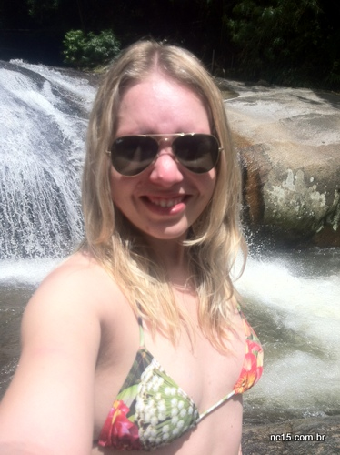 Em Ilhabela com biquíni Água de Coco