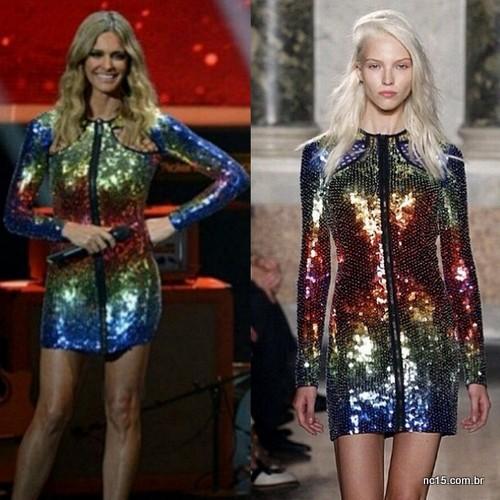 fernanda lima e modelo usam vestido de mangas longas e com brilho da grife Emilio Pucci