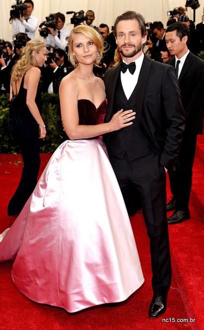 Hugh Dancy apostou no clássico black tie para o met ball 2014