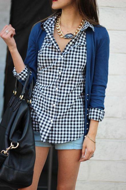 Shorts jeans com blusa de estampa xadrez