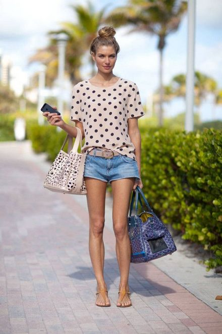 Shorts jeans com blusa de estampa de poá