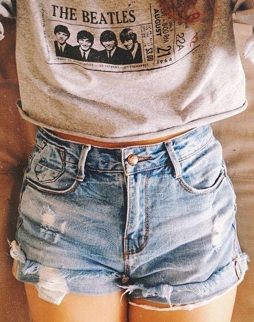 Shorts jeans com t-shirt