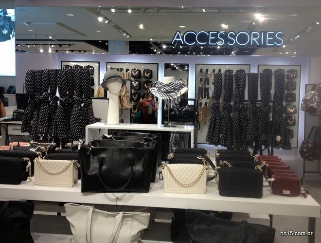 muitos acessórios na Forever 21 do Barra Shopping