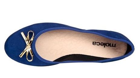 sapatilha azul com laço dourado