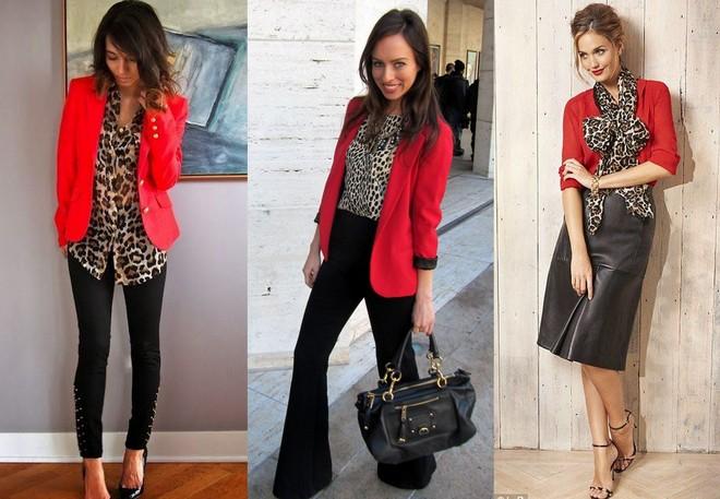 Blazer vermelho com camisa de animal print e calça preta. Blazer vermelho com calça preta flare e blusa com estampa animal. Camisa vermelha combinada com saia de couro preta e echarpe de animal print.