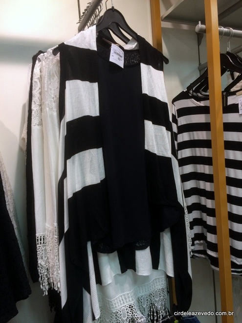 Colete listrado preto e branco