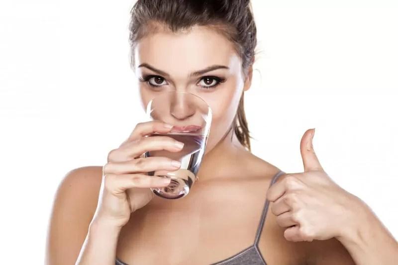 Risultati immagini per bere acqua