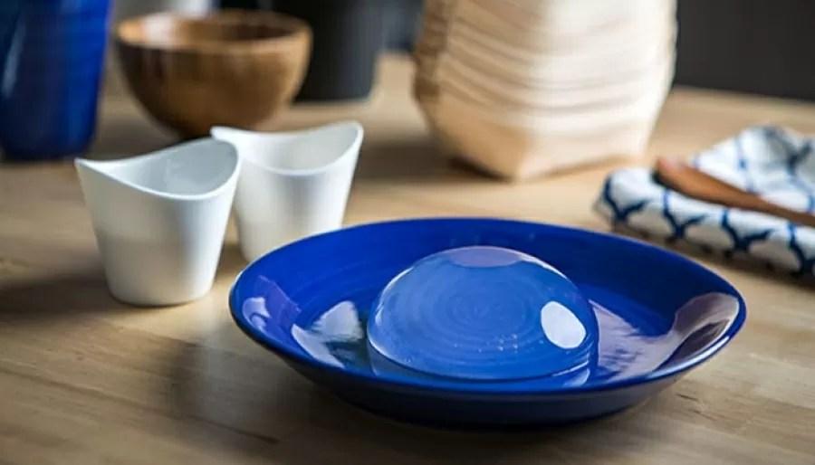 raindrop cake piatto blu