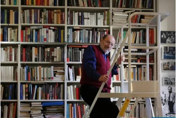 Umberto Eco frasi - nella sua biblioteca