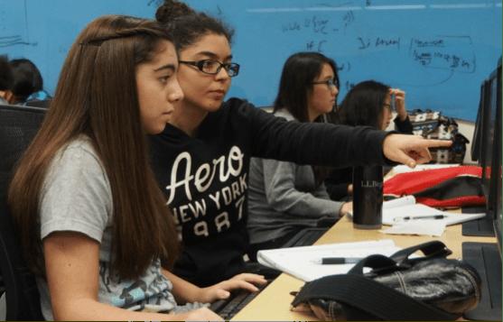 Girls who code at FIU lab photo