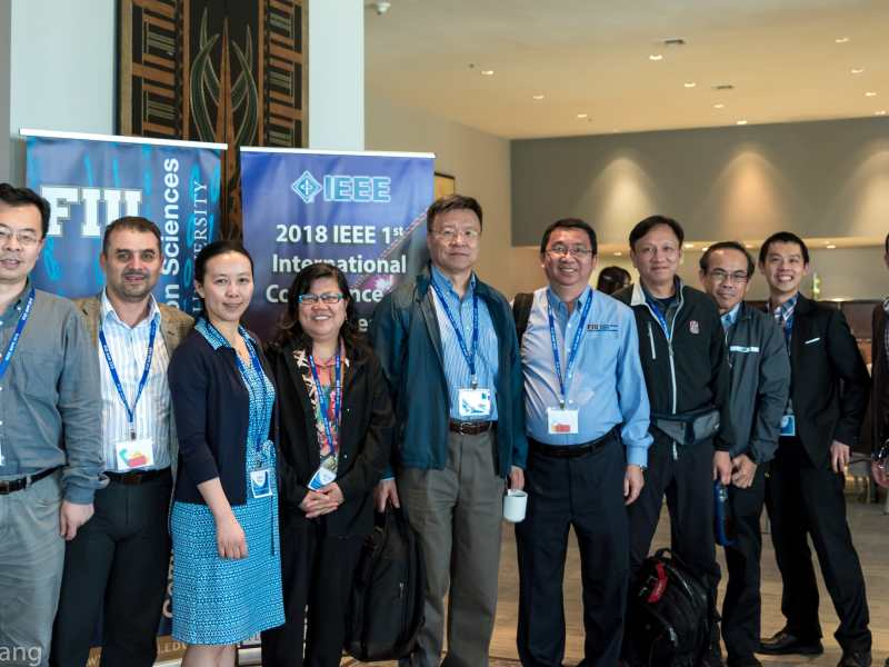 Group photo from IEEE MIPR 2018