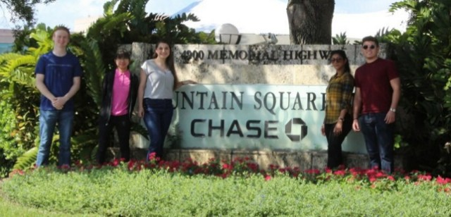 Image of Sit and her team at JPMorgan Chase in Tampa