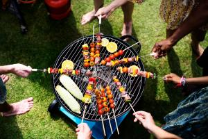 people grilling food