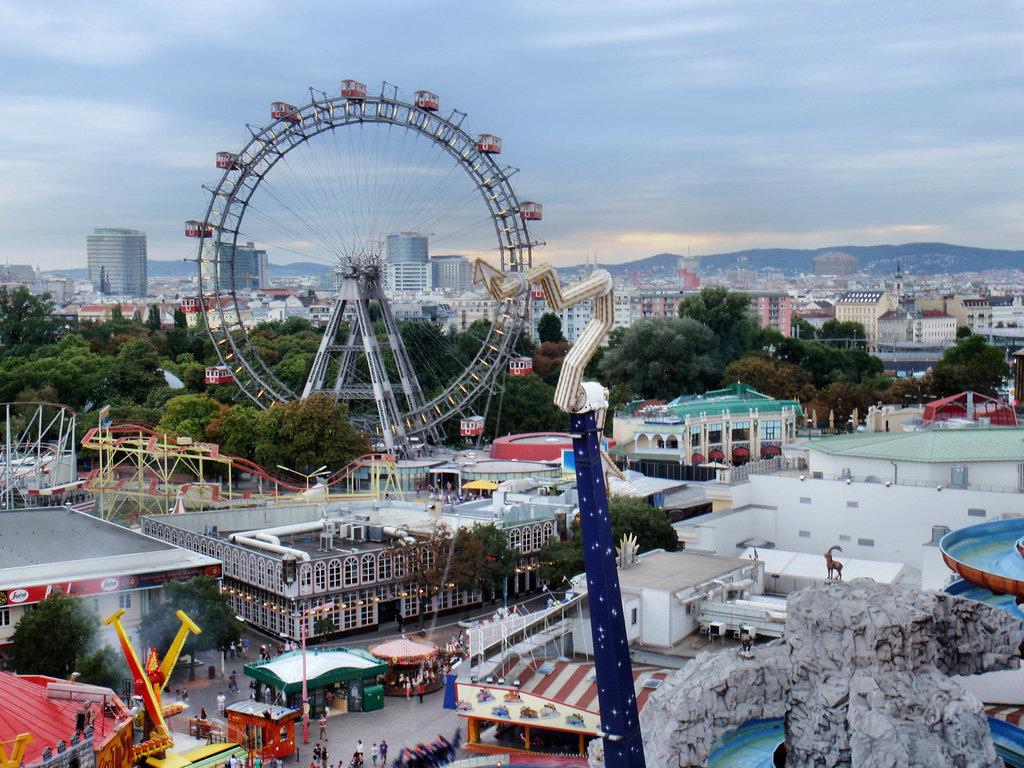 aaa0e0ede4a На снимката: Виенското колело е една от най-големите атракции в Пратера;