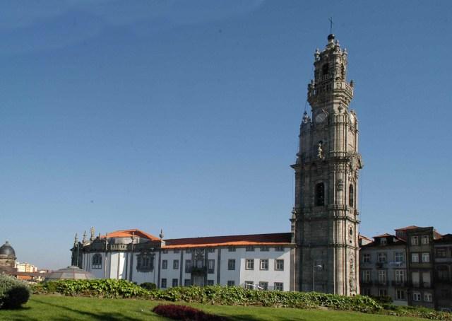 Църквата и кулата на духовниците