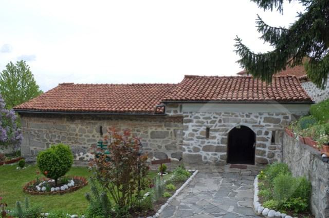 Църквата Свети Теодор Тирон и Свети Тодор Стратилат