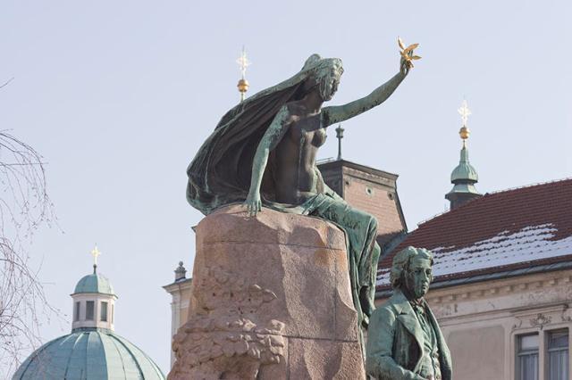 Площад Прешерен