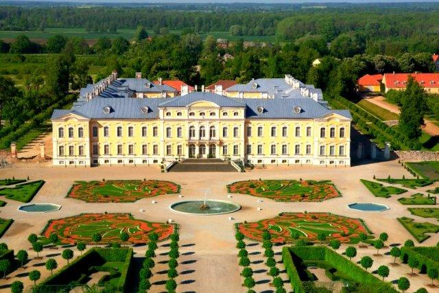 Дворецът Рундале