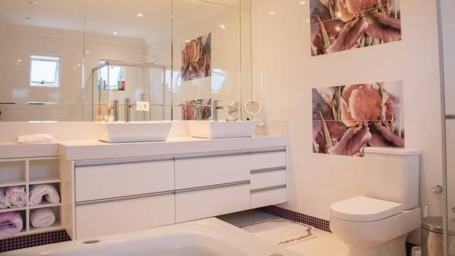 Come scegliere il rivestimento del bagno