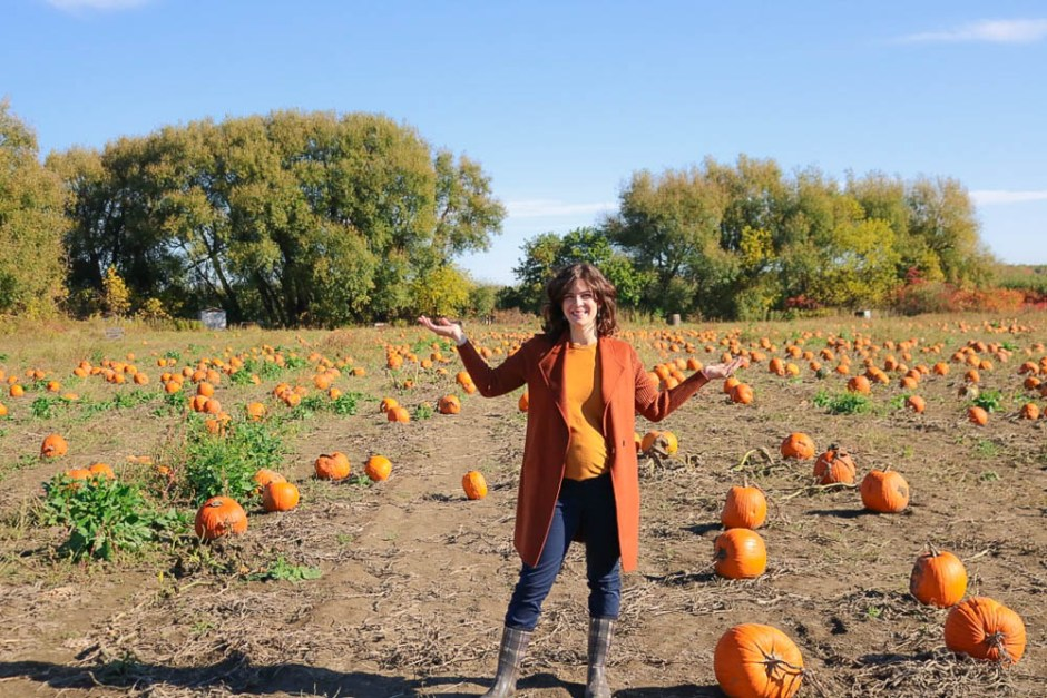 2017, fall fashion, mom style, casual style, pumpkin patch, family activity, orange, quebec, squash, toddler style, pumpkin field