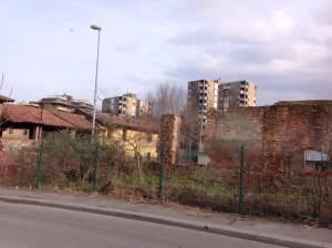 cascina_con_palazzi