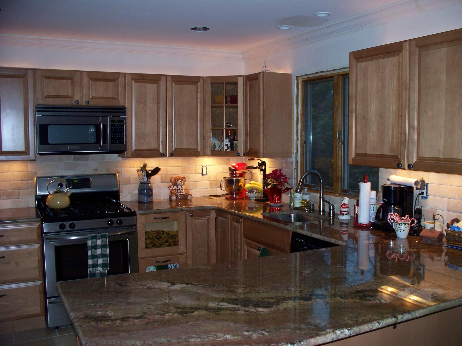 looking for tile backsplash ideas (floors, granite, Home ... on Countertops Backsplash Ideas  id=88543