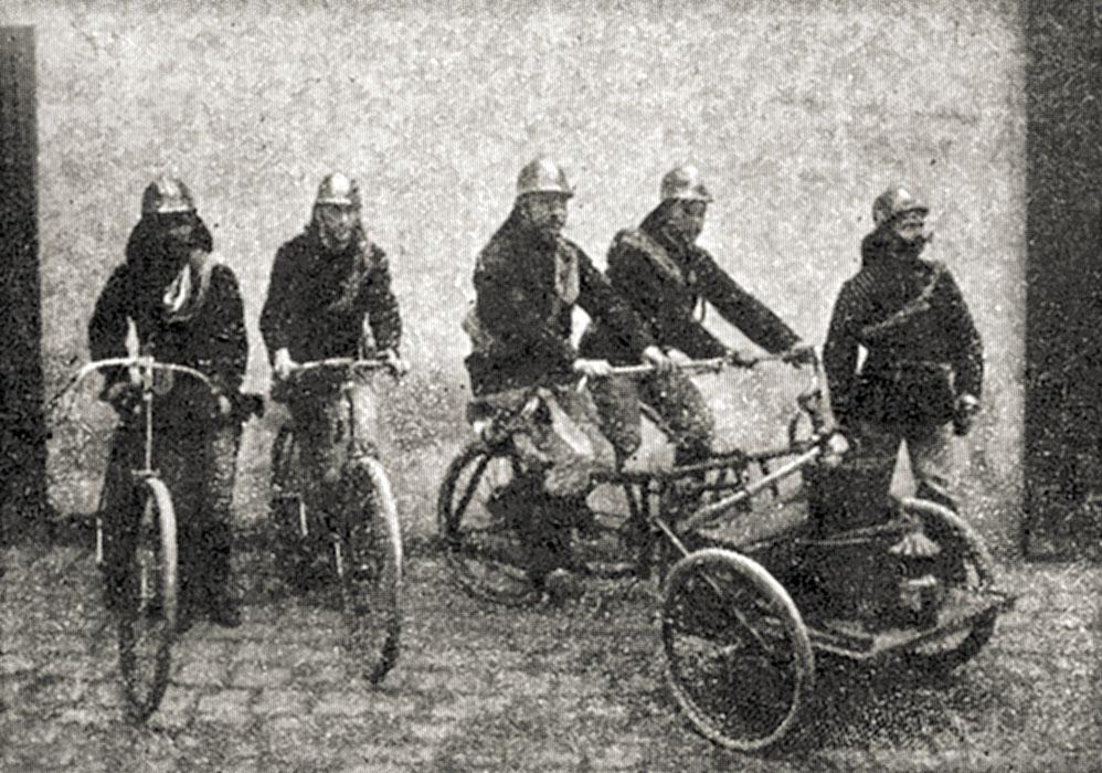 1900 übernahm die Linzer Feuerwehr ein Dreirad für Kaminund Kleinbrände.
