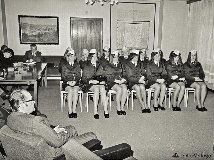 PARTYALARM! Abschlussfeier mit Presse nach erfolgreicher Beendigung des Ausbildungskurses (OSTA) in der Polizeidirektion in der Mozartstraße mit Direktor Koller, 1974.