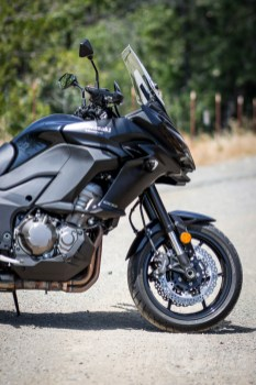 2015 Versys 1000 LT right front side. Photo: Angelica Rubalcaba.
