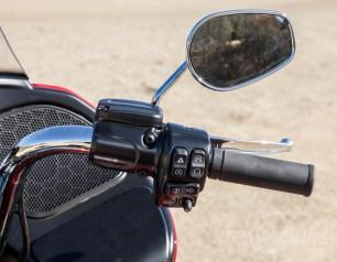 Right control pod - Harley-Davidson Road Glide Ultra.
