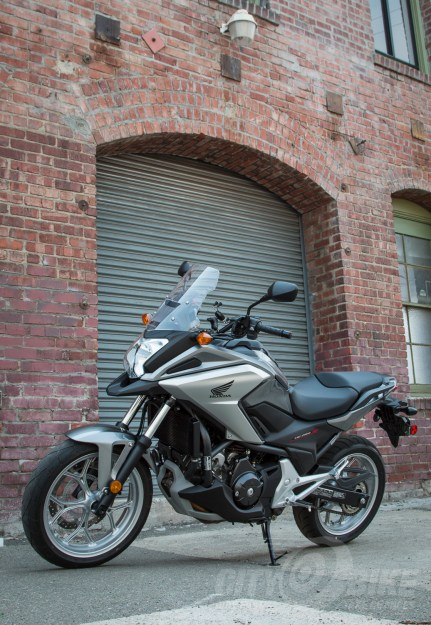 Our NC700X looking NC-ish in Oakland. Photo: Angelica Rubalcaba.