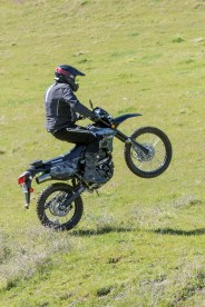 Kawasaki KLX250 - big wheelies!