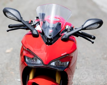 Ducati SuperSport S adjustable windscreen in up position.